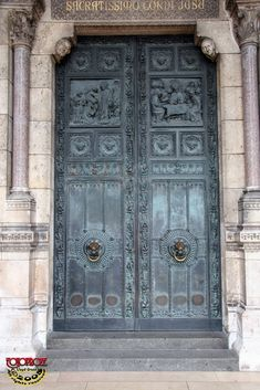 French bleu doors - Paris, France