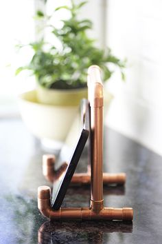 Copper pipe tablet holder tutorial (Diy Tech Crafts)
