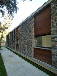 Vivienda en Montseny / Salas Studio Exterior Wall Tiles, Exterior Wall Cladding, Cubic Architecture, Architecture Details, Building Skin, African House, Stone Facade, Container House Plans, House Elevation