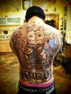 Maneki Neko back tattoo! Cool Back Tattoos, Back Tattoos For Guys, Unique Tattoos, Small Tattoos, Maneki Neko, Betty Boop, Irezumi, Mr Cartoon Tattoo, Tattoo Japonais