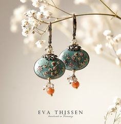 Absolutely dying for these 'Sakura' (Cherry blossoms in Japanese) earrings. The magic of polymer clay and Eva Thissen together.... :D