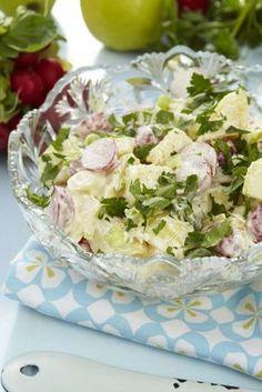 En somrig och otroligt god potatissallad. Veggie Recipes, Salad Recipes, Cooking Recipes, Frisk, Come Dine With Me, Swedish Recipes, Potato Salad, Smoothies, Veggies