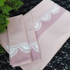 This post was discovered by Sa Crochet Dollies, Crochet Lace Edging, Felt Embroidery, Baby Decor, Candy Colors, Home Textile, Linen Bedding, Crafts To Make, Needlepoint