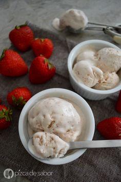 Aprende a preparar este delicioso helado de fresa con solo 3 ingredientes y que además no usa máquina de helados. Muy fácil de preparar!