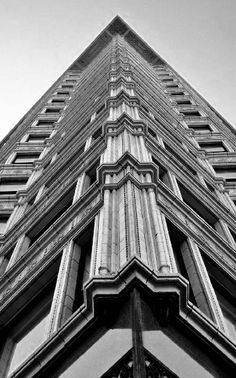 Chapter 21: Reliance Building in Chicago, Illinois. Architect, Daniel Burnham and John Root. Chicago style.