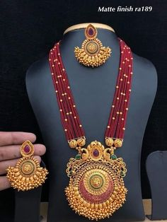 Gold Jewelry In Egypt Refferal: 6441409322 1 Gram Gold Jewellery, Gold Jewellery Design, Bead Jewellery, Temple Jewellery, Beaded Jewelry, Beaded Necklace, Handmade Jewellery, Gold Jewelry Simple, Schmuck Design