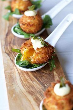 I have become obsessed with making sous vide egg yolks to make the egg yolk croquette appetizer. An appetizer that is a little out of the ordinary but sure to impress. The crunch of the panko crusted sous vide egg yolk surrounds the subtly gelled golden y Samosas, Empanadas, Best Appetizer Recipes, Delicious Dinner Recipes, Yummy Appetizers, Yummy Food, Egg Yolk Recipes, Cured Egg, Buffet