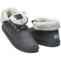 It's cold outside.. Time to break out the winter gear... Toms botas: new addition to the shoe rack for this winter