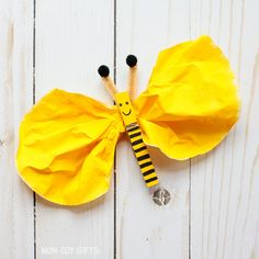 Easy coffee filter and wooden clothespin bee craft for preschoolers and older kids. Great for an insect study unit or just for fun.