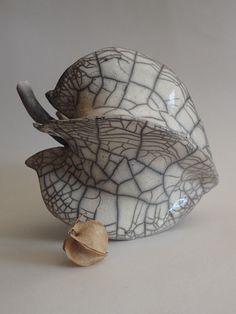 Raku Pottery, Pottery Sculpture, Pottery Art, Organic Ceramics, Organic Sculpture, Pottery Techniques, Pottery Designs, Japanese Pottery, Ceramic Clay