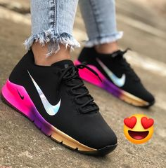 a la moda shoes casuales cómodos de vestir deportivos hermosos hombre mujer vans Cute Sneakers, Shoes Sneakers, Moda Nike, Nike Shoes Air Force, Fresh Shoes, Hype Shoes, Workout Shoes, Comfy Shoes, Jordan