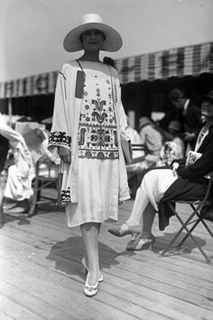 August, 1926 fashion shot by Seeberger Freres of a boat-necked embroidered top and plain skirt worn under a coat with loose sleeves and embroidered edge. A deep-crowned hat with a large brim completes a summer outfit. 20s Fashion, Art Deco Fashion, Fashion Shoot, Fashion History, Retro Fashion, Vintage Fashion, Fashion Outfits, Victorian Fashion, Vestido Art Deco