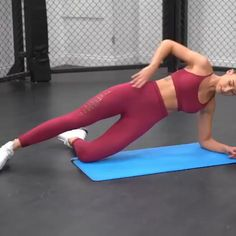 Lisa ( gives you a core workout to leave a serious burn. Strengthen your abs and try this exercise for your next core workout. Lisa ( gives you a core workout to leave a serious burn. Strengthen your abs and try this exercise for your next core workout. Fitness Workouts, Fitness Herausforderungen, Fitness Tracker, Fitness Goals, Fun Workouts, At Home Workouts, Health Fitness, Target Fitness, Physical Fitness