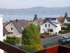 FeWo Bodanblick Bodman-Ludwigshafen Situated on a height in the Bodman district of Ludwigshafen, this apartment offers a balcony with seating as well as a great view of Lake Constance and the surrounding area.