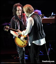 Tom Petty & The Heartbreakers with various Gibsons