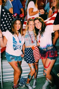 high school, football games, outfit ideas, red white n' blue - Football - School Outfits Highschool High School Football Games, Football Themes, Football Outfits, Homecoming Spirit Week, Homecoming Games, Homecoming Dresses, School Outfits Highschool, Summer School Outfits, Friday Night Lights