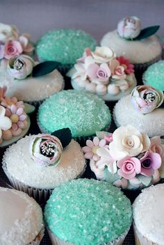 Cupcakes with some serious sparkle. If you're gonna do cupcakes, make sure they look like these. Flowers Cupcakes, Sparkly Cupcakes, Pretty Cupcakes, Beautiful Cupcakes, Yummy Cupcakes, Wedding Cupcakes, Floral Cupcakes, Turquoise Cupcakes, Fancy Cupcakes