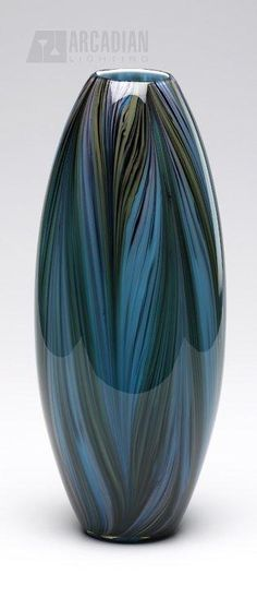 Bring a touch of forest-chic into your home with the stunning Peacock Blue Feather Vase. Fashioned from glass, the vase displays a glossy, blue-green finish, re. Stained Glass Art, Stained Glass Windows, Mosaic Glass, Deco Design, Glass Design, L'art Du Vitrail, Blown Glass Art, Vases Decor, Glass Ornaments
