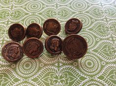Mother en 7 Bronze child Buttons from France.