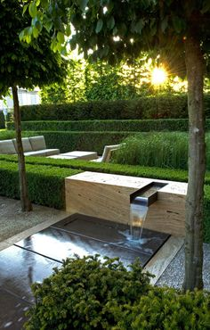 Jardin à la géométrie parfaite avec cette fontaine qui design et contemporaine - 12 idées déco pour la terrasse