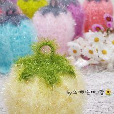 [공개도안]예늬맘의 창작 초롱꽃수세미 <VERSION 2>를 다시 오픈합니다~^^ : 네이버 블로그 Christmas Bulbs, Embroidery, Knitting, Holiday Decor, Floral, Flowers, Crocheted Flowers, Crochet Flowers, Christmas Light Bulbs