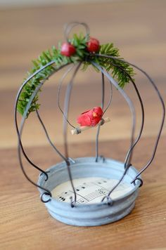 new ideas bird cage diy wire sweets Wire Crafts, Christmas Projects, Holiday Crafts, Christmas Time, Fun Crafts, Diy And Crafts, Crafts For Kids, Cage Deco, Christmas Decorations