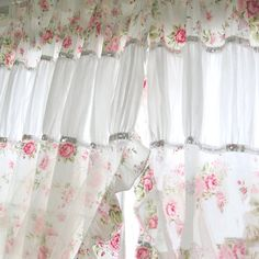 4 Wealthy Cool Tips: Shabby Chic Wohnzimmer Grau shabby chic design farmhouse.Shabby Chic Modern Old Doors shabby chic pillows doilies. Cortinas Country, Cortinas Shabby Chic, Rideaux Shabby Chic, Shabby Chic Curtains, Shabby Chic Living Room, Shabby Chic Bedrooms, Shabby Chic Kitchen, Shabby Chic Furniture, Bedroom Curtains