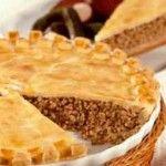 Tourtière de porc World's Best Food, Good Food, Yummy Food, Tortiere Recipe, Pork Recipes, Cooking Recipes, Yummy Recipes, Beef Pot Pies, Meat Pies