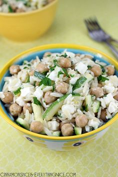 Orzo with Chickpeas, Zucchini and Feta - a healthy and delicious salad recipe!