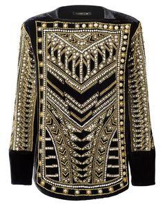 Une robe brodée de perles et de strass, un manteau ceinturé, des tops en soie... H&M lève le voile sur l'ensemble de sa très attendue collaboration avec Balmain qui débarquera