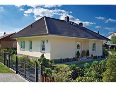 Rerik - #Einfamilienhaus von Bau- GmbH Roth | HausXXL #Massivhaus #Bungalow #klassisch #Walmdach