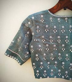 Trendy Ideas For Embroidery Blouse Outfit Embroidered Tops Sari Design, Diy Design, Saree Blouse Neck Designs, Stylish Blouse Design, Designer Blouse Patterns, Indian Blouse, Embroidery Dress, Indian Embroidery Designs, Embroidery Blouses