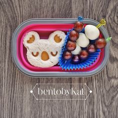 easy bento snack: cheese sandwich, quail eggs and grapes
