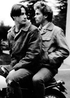 'River was a remarkable artist and a rare human being. Joaquin Phoenix, Beautiful Boys, Pretty Boys, River Phoenix Keanu Reeves, Keanu Reaves, My Own Private Idaho, Keanu Charles Reeves, Vintage Couples, Le Male