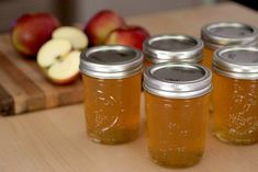 Homemade Apple Jelly Recipe Use homegrown apples to make a delicious jelly that will last for Jelly Recipes, Jam Recipes, Canning Recipes, Apple Recipes, Apple Desserts, Apple Snacks, Apple Jelly, Apple Jam, Apple Juice Jelly Recipe