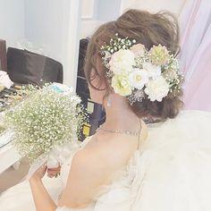 Soft Wedding Makeup, Hair Arrange, Hair Ornaments, Simple Weddings, Headdress, Flowers In Hair, Bridal Hair, Marie, Wedding Hairstyles