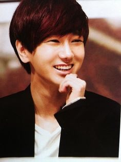 YeSung (Super Junior) Love his smile. Such a beautiful smile.