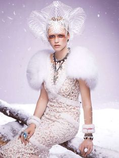 Queen of ice and snow / karen cox. Ice Queen Editorials - The Hanna Wahmer for Vogue Gioiello Winter 2011 Shoot is Stunningly Serene (GALLERY) Russian Fashion, Russian Style, White Queen, Crown, Shades Of White, Snow Queen, Vogue Magazine, Vogue Fashion, Editorial Fashion