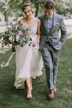 f9ddab0e4d0 This Maine Barn Wedding Serves Up Muted Colors and a Bit of Edge