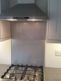 Glass Splashbacks for Kitchens Glass Cooker Splashback, Cooker Splashbacks, Glass Backsplash Kitchen, Glass Kitchen, Kitchen Decor, Kitchen Walls, Kitchen Dining, Kitchen Ideas, Dining Room