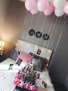 easy and cute decorations for a friend or girlfriends 21st birthday