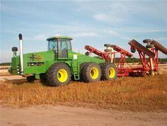 New John Deere Combine Prototype | John Deere Zelfbouw This 6 wheel John Deere is down on Kentucky