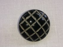 Botón negro y gris. 25 mm.