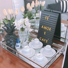 Inspire-se com ideias criativas para montar um cantinho do café na sua casa ou escritório, especialmente preparado para os apreciadores de um bom café.