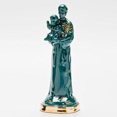 Santo Antônio pintado à mão com detalhes em ouro! #handmade #porcelana #porcelanadecorada #porcelanapersonalizada #decoração #decor #pintadoamão #feitoamão #brasil #brazil  #lembrançadoBrasil #homedecor #porcelain #santoantônio #casamenteiro #gold #ouro