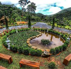 Lindo Lago em Formato de Baguá, em Petrópolis/RJ no Vale do Amor.