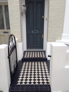Black and white victorian mosaic tile path, Fulham, London Front Garden Path, Front Path, Front Door Steps, Victorian Front Garden, Victorian Front Doors, Victorian Mosaic Tile, Porch Tile, Timber Battens, Tile Steps