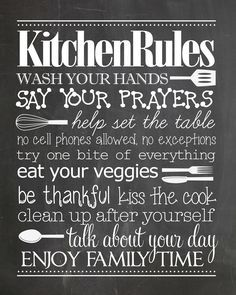Kitchen Rules free printable. Just print and frame! Makes a great housewarming gift too!