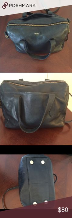 Fossil Sydney Satchel. Heritage Blue Beatific purse with removable long strap. It is in very good condition. No visible scratches on the outside. Only a few tiny ones on the bottom. The leather has been conditioned and taken care of. Fossil Bags Satchels