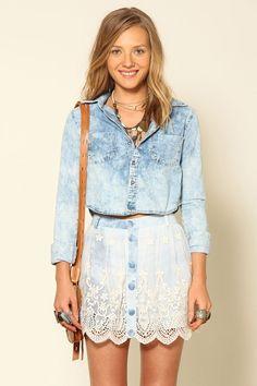short saia jeans renda   FARM Denim Fashion, Look Fashion, Girl Fashion, Womens Fashion, Fashion Trends, Moda Casual, Casual Chic, Ripped Jeans Men, Denim Jeans
